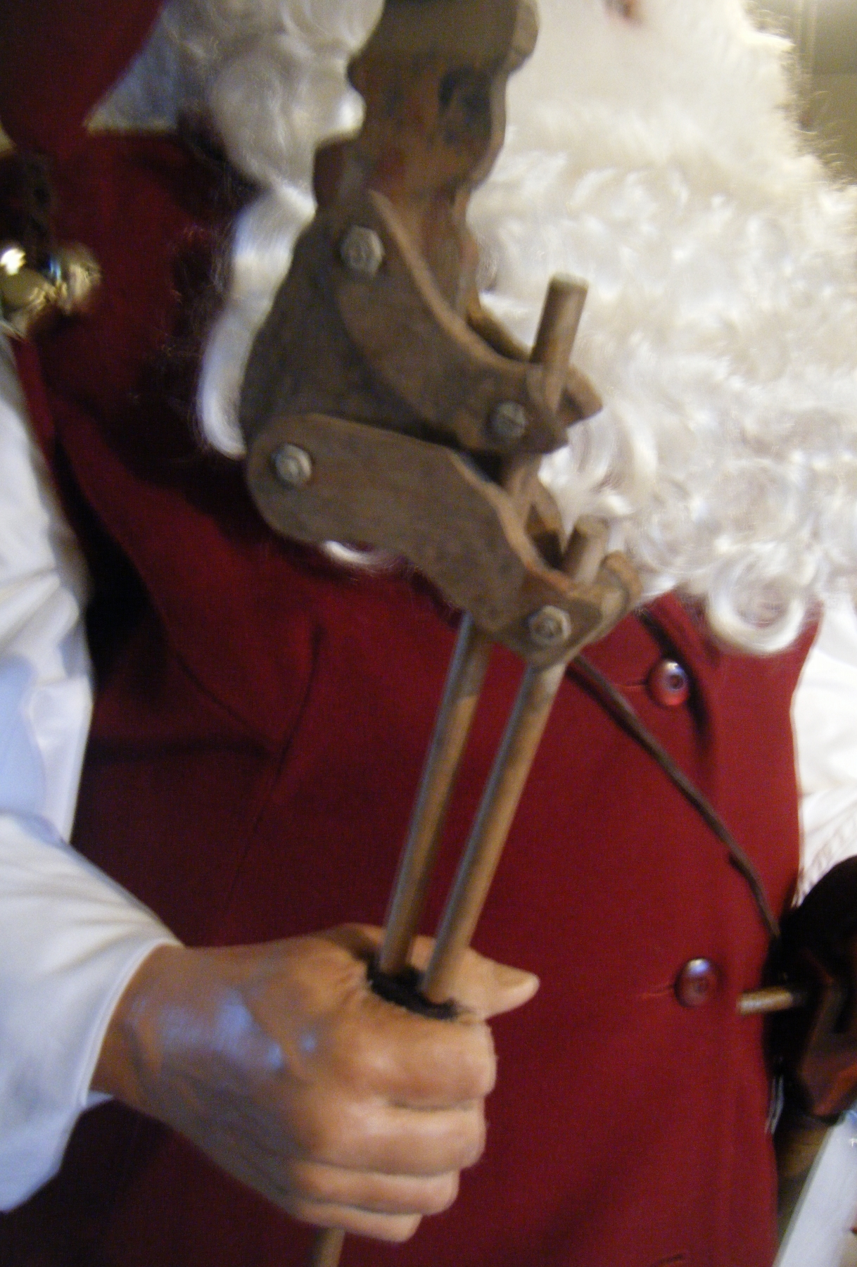santasworkshop-antiqueclowntoy.jpg?15010